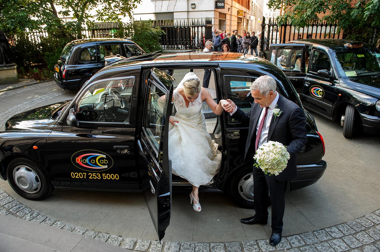 Bride arrives at St Paul's