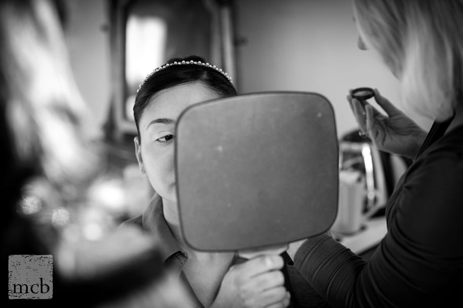 reporrtage wedding photography of bride getting ready