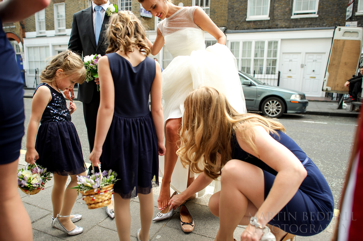 Bride changes shoes before entering the hcurch