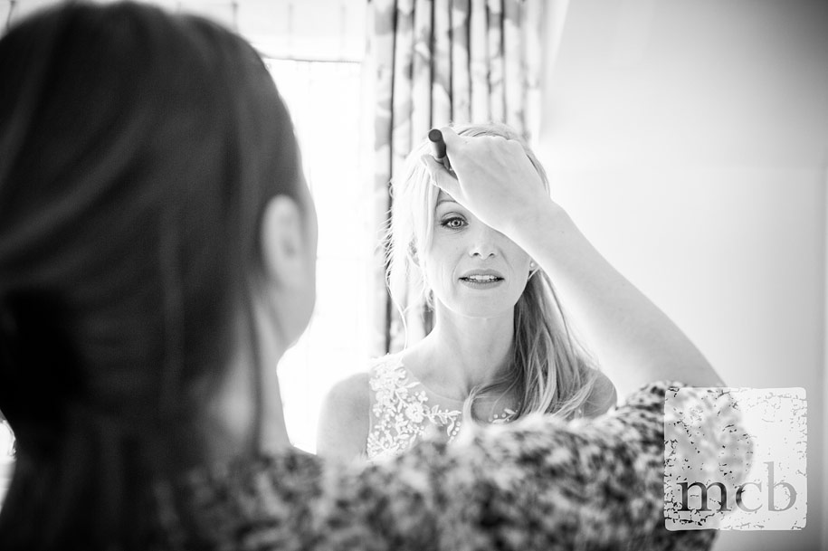 Final makeup for the bride