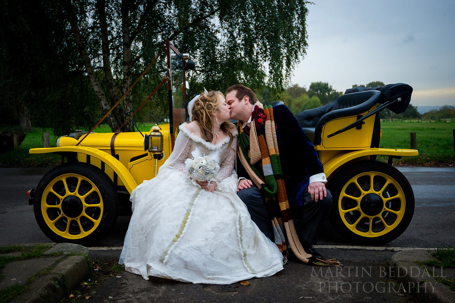 A kiss on the Doctor Who wedding car