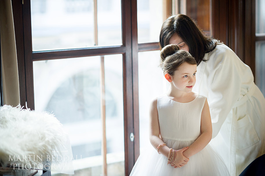 Flowergirl gets ready