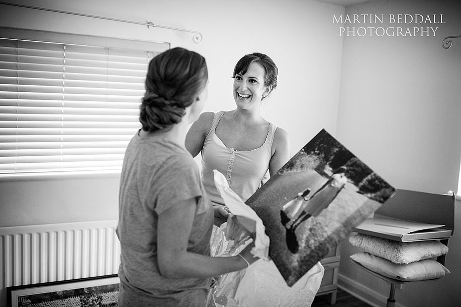 Bride hands her sister a canvas print present