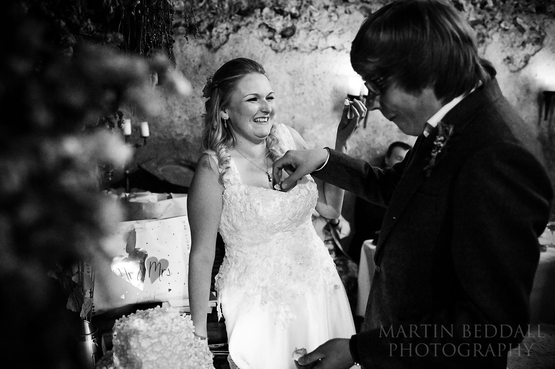 Placing the wedding cake