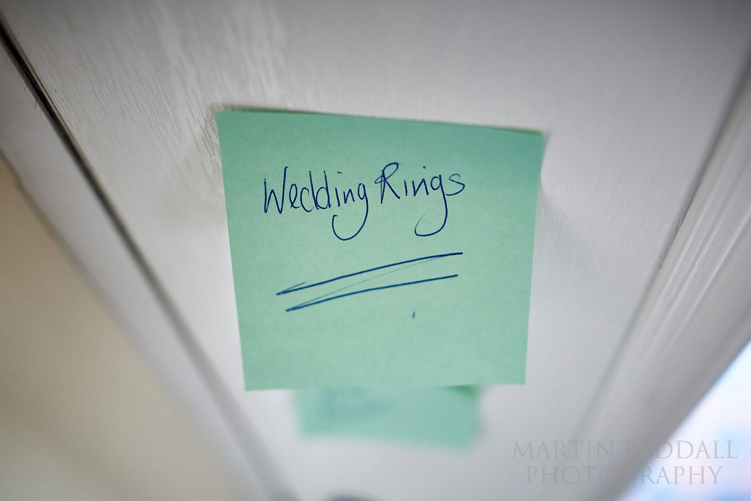 Note to remember the wedding rings