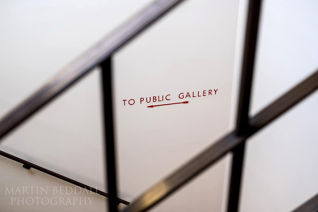 Sign to the public gallery