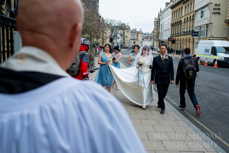 Bride arrives at Oxford University Church