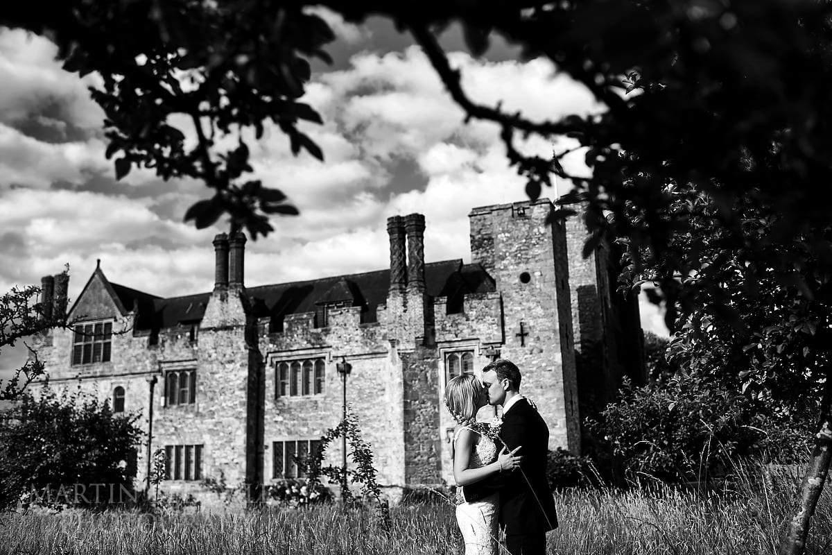 A kiss with a Hever Castle backdrop
