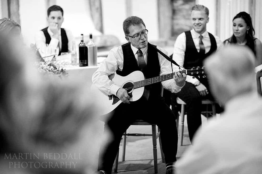 Bride's father sings to his daughter