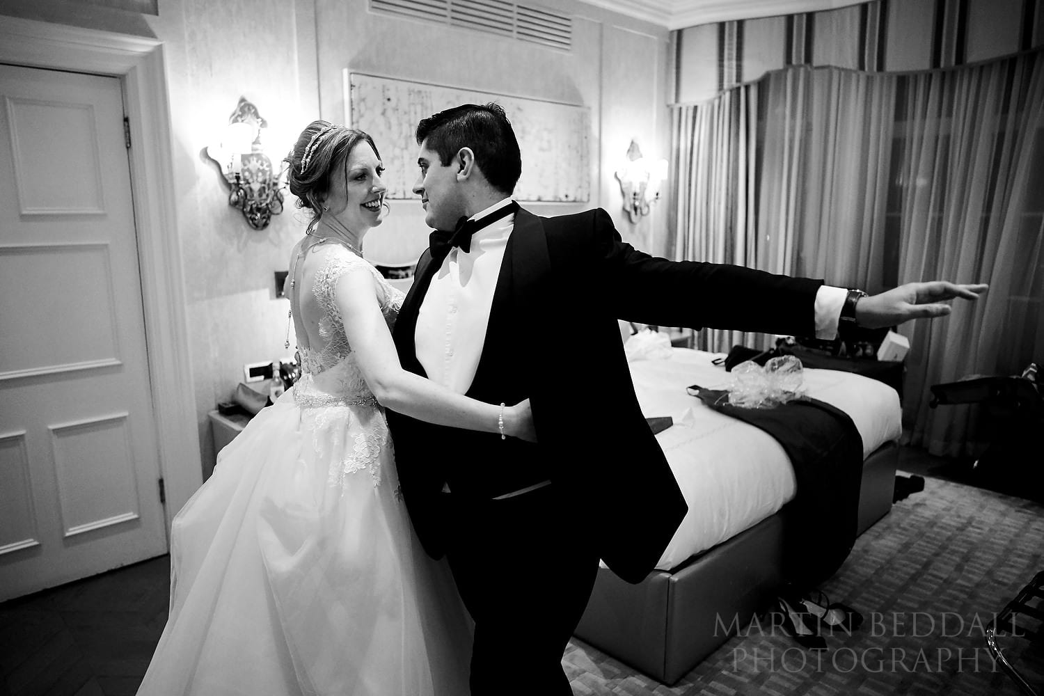 Couple rehearse their first dance in their Claridges bedroom