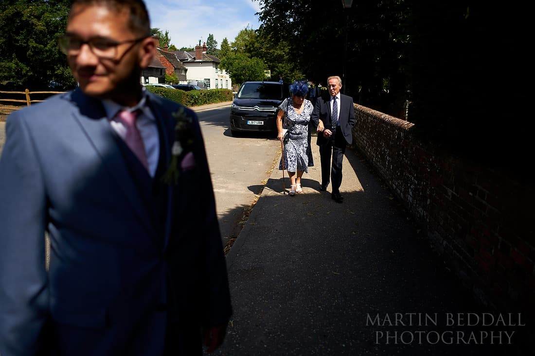 arriving wedding guests