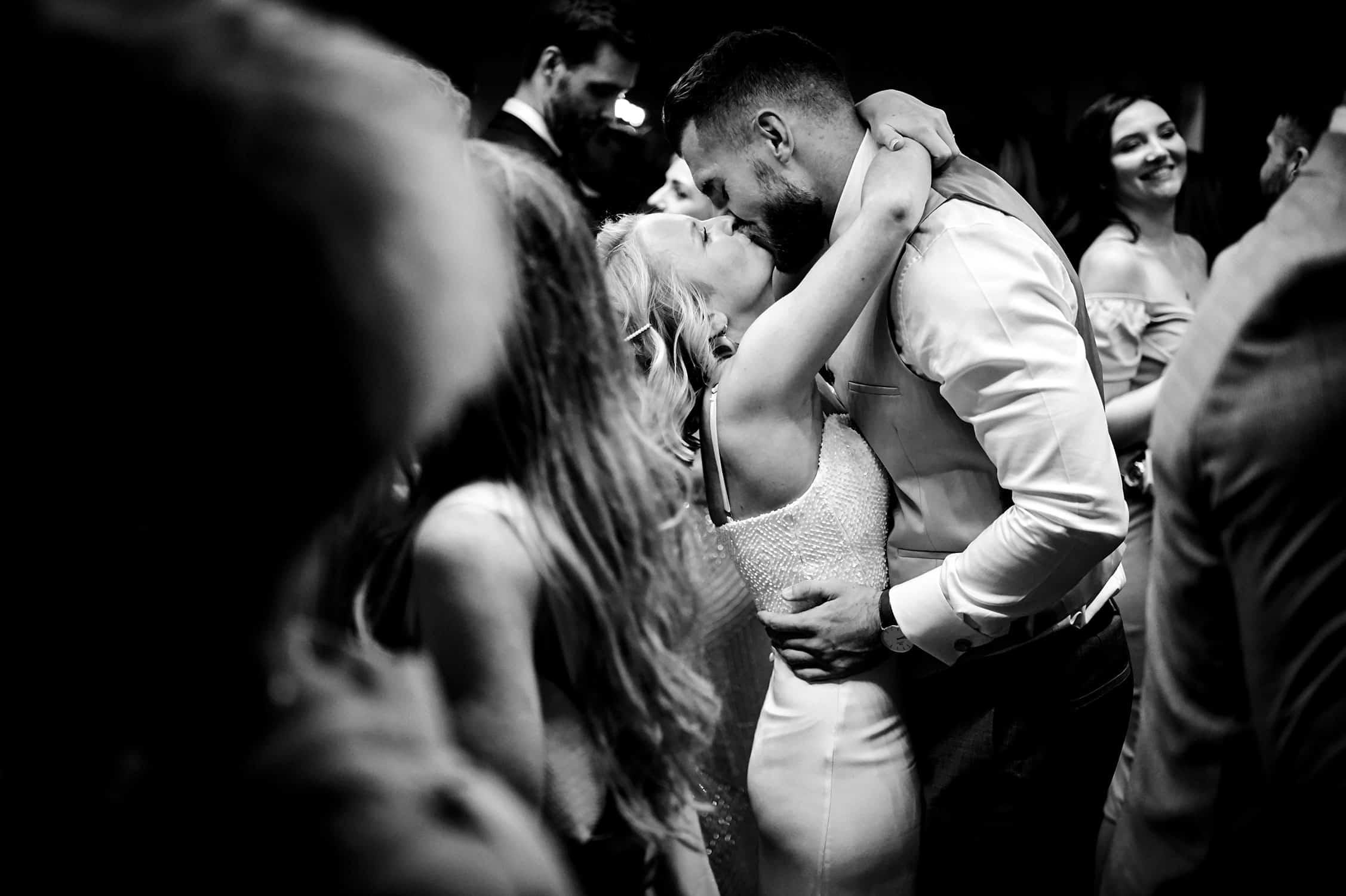 Boathouse 4 dance floor kiss