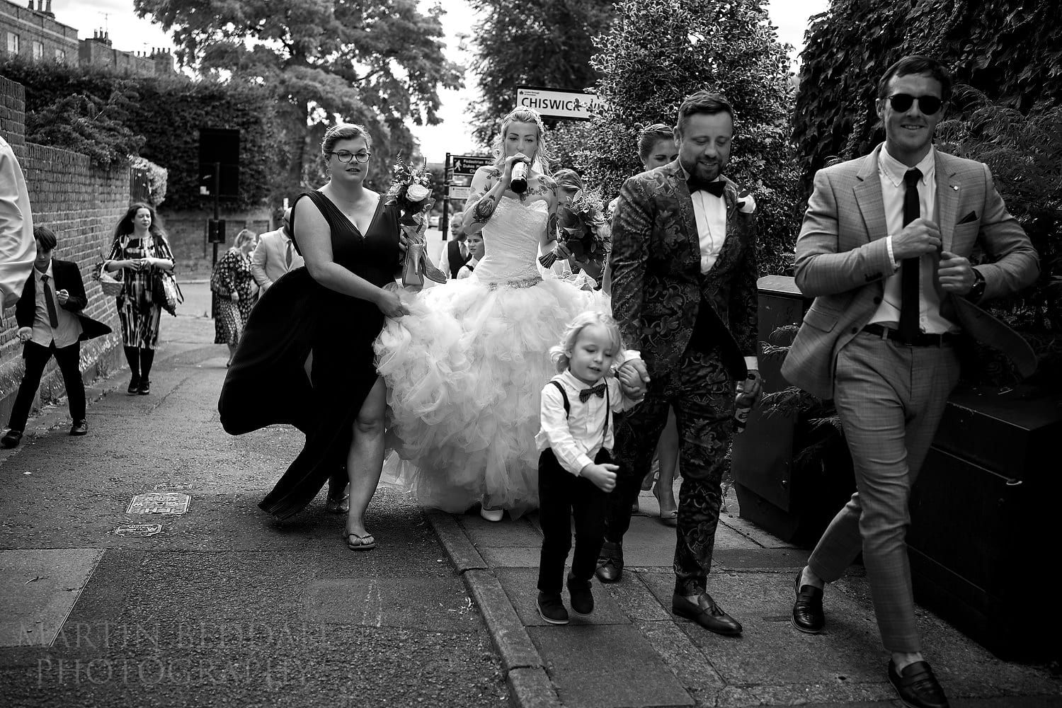 Wedding party heads to the picnic in the park